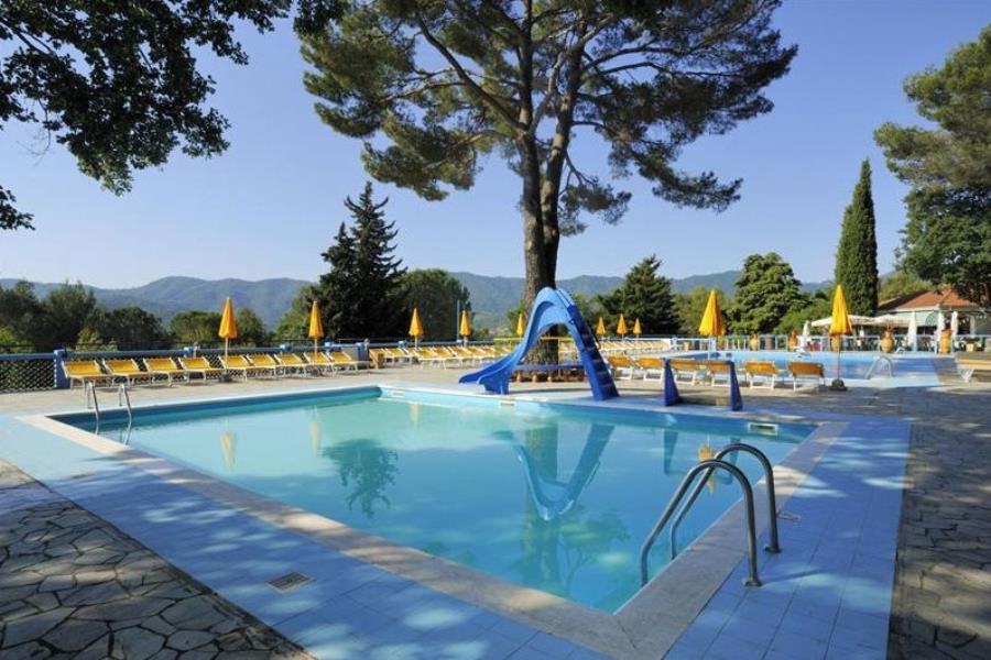 Villaggio camping c 39 era una volta liguria for Piscina c era una volta castrovillari
