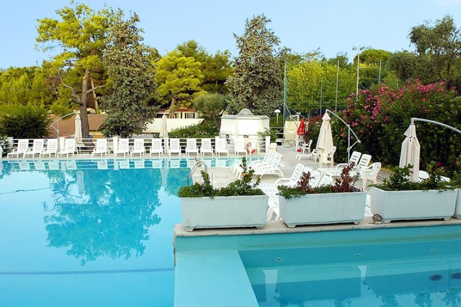 Camping village green garden marche - Green garden piscina ...