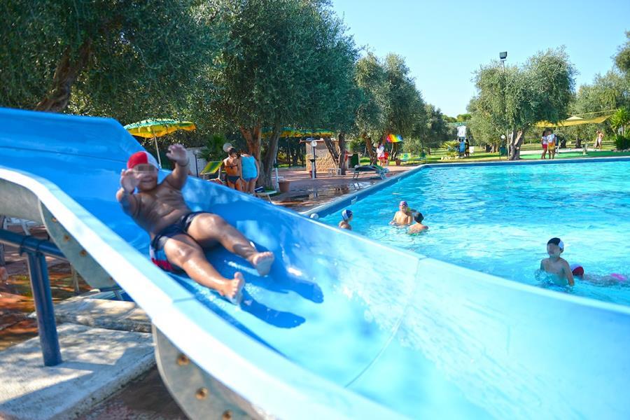 Villaggio turistico camping parco degli ulivi puglia for Cabine del parco del windrock